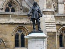 Oliver Cromwell Statues ouside av husen av parlamentet Fotografering för Bildbyråer