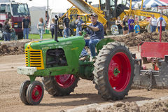 Oliver Super 77 Green & Red Tractor pulling Stock Image