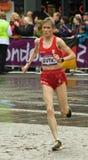 Olivera Jevtic που τρέχει τον ολυμπιακό μαραθώνιο Στοκ εικόνα με δικαίωμα ελεύθερης χρήσης