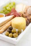 Olives avec du fromage Images stock