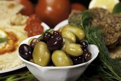 Olives dans la cuvette photographie stock libre de droits