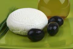 olives de chèvre de fromage blanches Photo stock