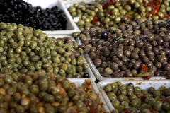Olives de Paris au marché Photo libre de droits