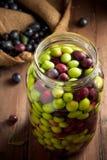 Olives en saumure images libres de droits