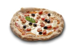 Olives et basilic de tomates de mozzarella de pizza Photos stock