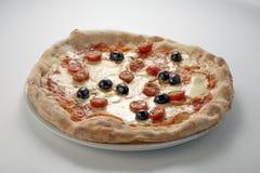 Olives et basilic de tomates de mozzarella de pizza Image libre de droits