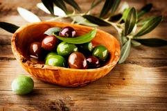 Olives et huile d'olive Photographie stock libre de droits