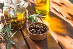 Olives et huile d'olive image stock