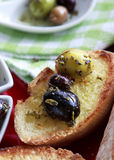 Olives et pain Image stock