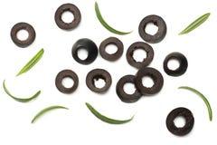 Olives noires marinées avec le romarin d'isolement sur le fond blanc Vue supérieure Photos libres de droits
