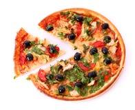 Olives noires sur la pizza Image libre de droits