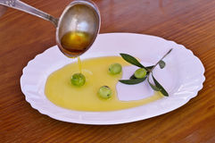 Olives with olive oil Royalty Free Stock Images