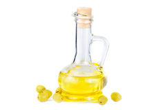 Olives and a small decanter of olive oil Royalty Free Stock Photos