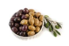 Olives sur le fond blanc Photographie stock libre de droits