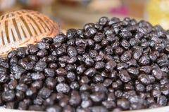 Olives sur le marché au Maroc Photographie stock libre de droits