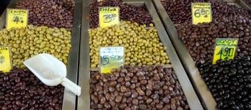 Olives sur un marché Image libre de droits