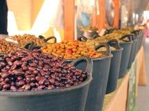 Olives sur un marché Photo stock