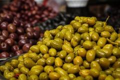 Olives syriennes sur le marché image stock