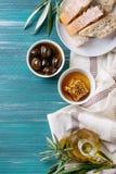 Olives vertes avec du miel Image stock