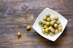 Olives vertes en marinade Photos libres de droits