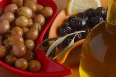 Olives vertes et noires Photographie stock libre de droits
