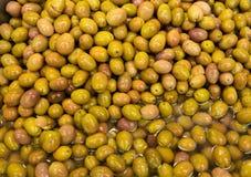 Olives vertes, fond Photos libres de droits