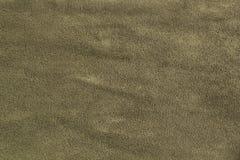 Olivgrön och kaki- färgtextur för naturlig mockaskinn som bakgrund royaltyfria foton