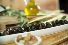 Olivgrüne Platte stockbild