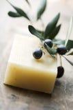 Olivgrüne Seife lizenzfreie stockbilder