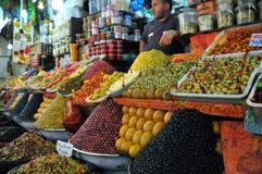 Olivgrüner Markt in Marokko Stockbild