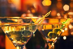 Olivgrüner und Glasmartini Lizenzfreies Stockbild