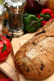 Olivgrünes Brot-Laib in der Küche Lizenzfreie Stockfotografie