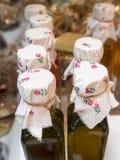Olivolja buteljerar Arkivbild