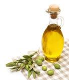 Olivolja och olivgrön filial som isoleras på vit Royaltyfri Fotografi