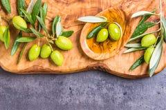 Olivolja- och olivkopieringsutrymme Fotografering för Bildbyråer