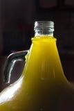 Oliwa z oliwek butelka w świetle Obrazy Royalty Free