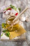 Oliwa z oliwek, czosnek i chili, Fotografia Stock