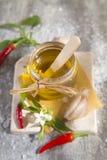 Oliwa z oliwek, czosnek i chili, Obraz Royalty Free