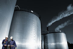 Olja, gasa, tanka och iscensätta bransch Arkivbilder