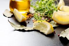 Olja och citroner Arkivfoton