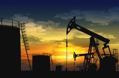 Olja pumpar stålar, och olja tankar Fotografering för Bildbyråer