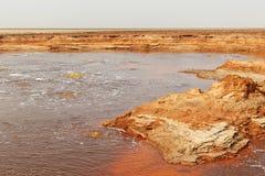 Olja sjö på den Dallol vulkan, Danakil fördjupning, Etiopien Arkivfoto