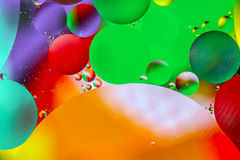 Oljadroppar i vatten. Arkivbilder