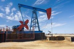 Olje- borrtorn - oljeproduktion i Azerbajdzjan Royaltyfria Bilder