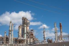 Olje- Corpus Christi för blå himmel för förfinaremoln, Texas, USA Royaltyfri Bild