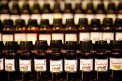 olje- flaskor för doft Royaltyfria Bilder