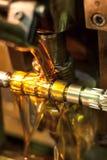 Olje- kyla av detaljen, när bearbeta med maskin Arkivbilder