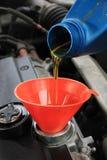 Olje- påfyllning Arkivfoton