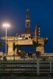Olje- plattform i hamnen av Santa Cruz de Tenerife i Spanien Arkivfoto