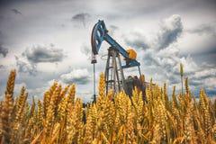 Olje- pump Arkivfoton